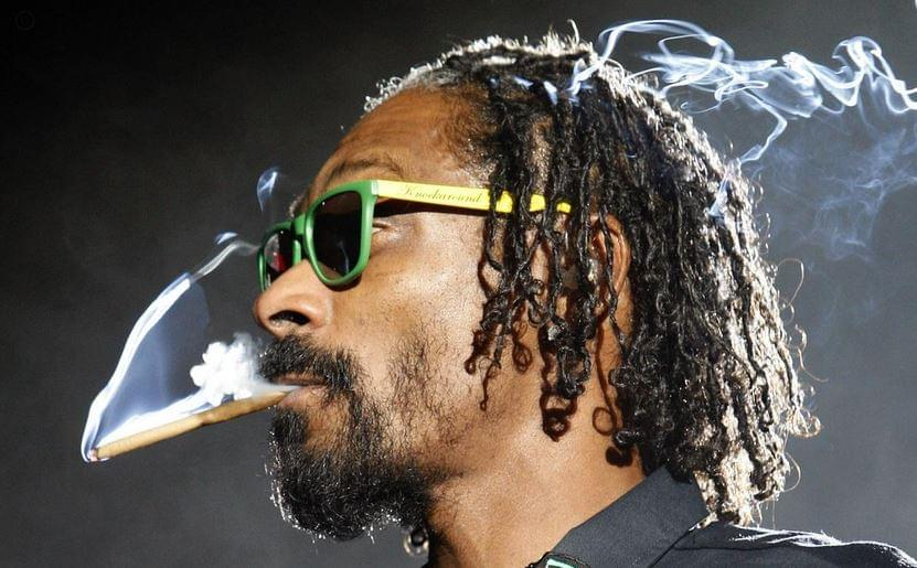 Snoop Dogg smokes RQS joint